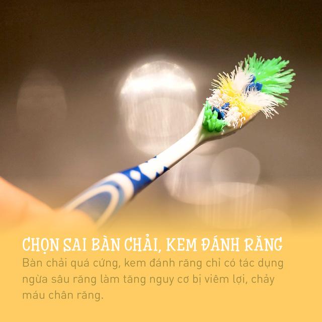 nhung-thoi-quen-xau-khien-ban-de-bi-viem-loi-chay-mau-chan-rang (3)