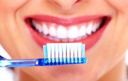 Chảy máu chân răng là bệnh gì? Cách chữa trị, phòng ngừa chảy máu chân răng hiệu quả.