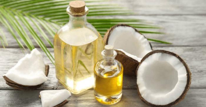 Axit lauric trong dầu dừa hỗ trợ trị chảy máu chân răng
