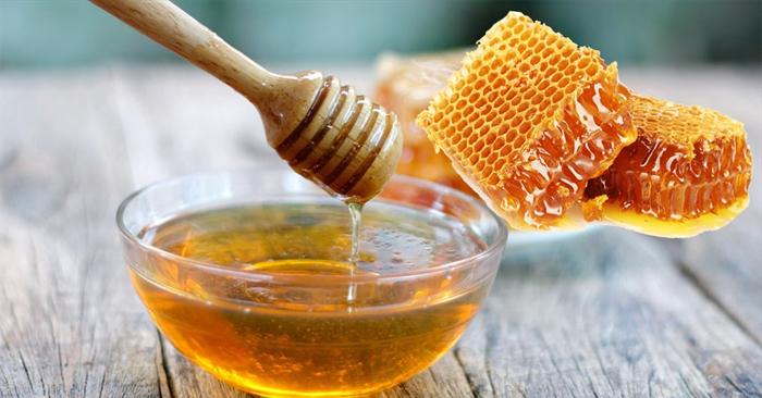 Mật ong có tác dụng giảm đau và sưng đỏ ở vết loét miệng