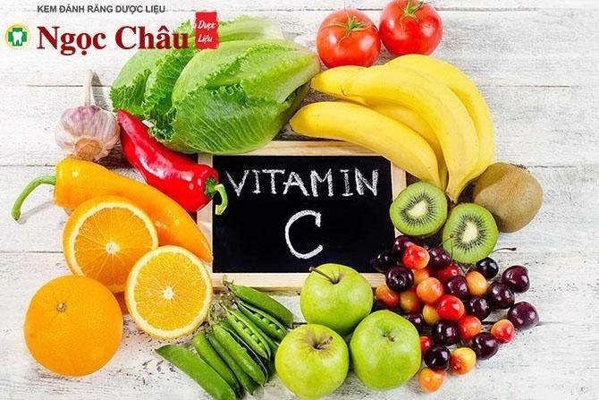Người bị nhiệt miệng nên tăng cường bổ sung vitamin C giúp tăng sức đề kháng