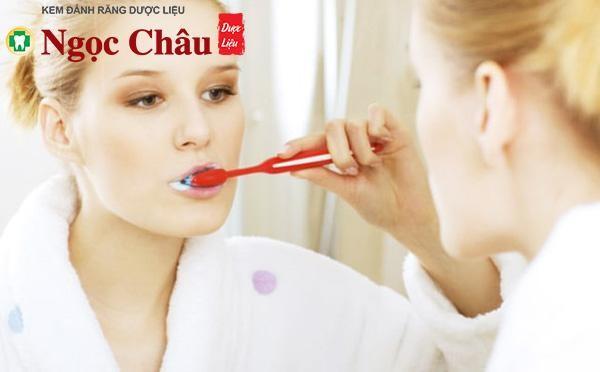 Do vệ sinh răng miệng không đúng cách