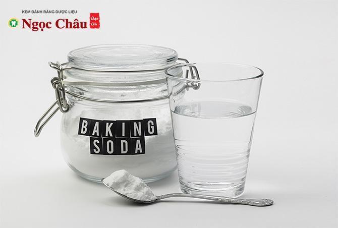 Cách làm trắng răng bằng baking soda kết hợp với nước