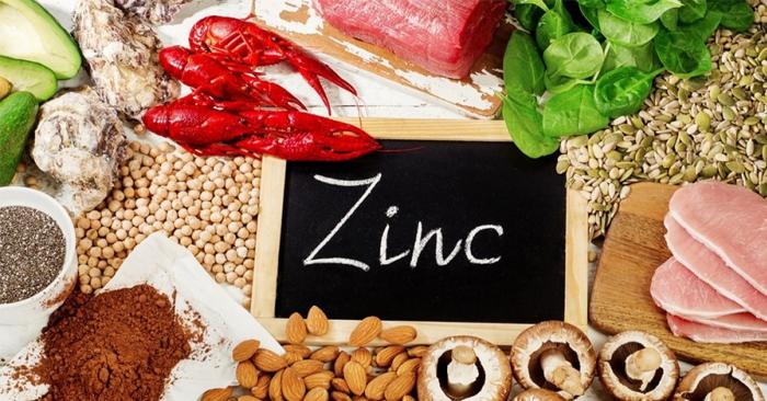 Cần bổ sung các nhóm thực phẩm giàu kẽm như: thịt bò, hàu, sữa, nấm, các loại hạt….