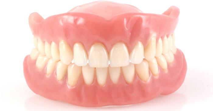Người mang răng giả